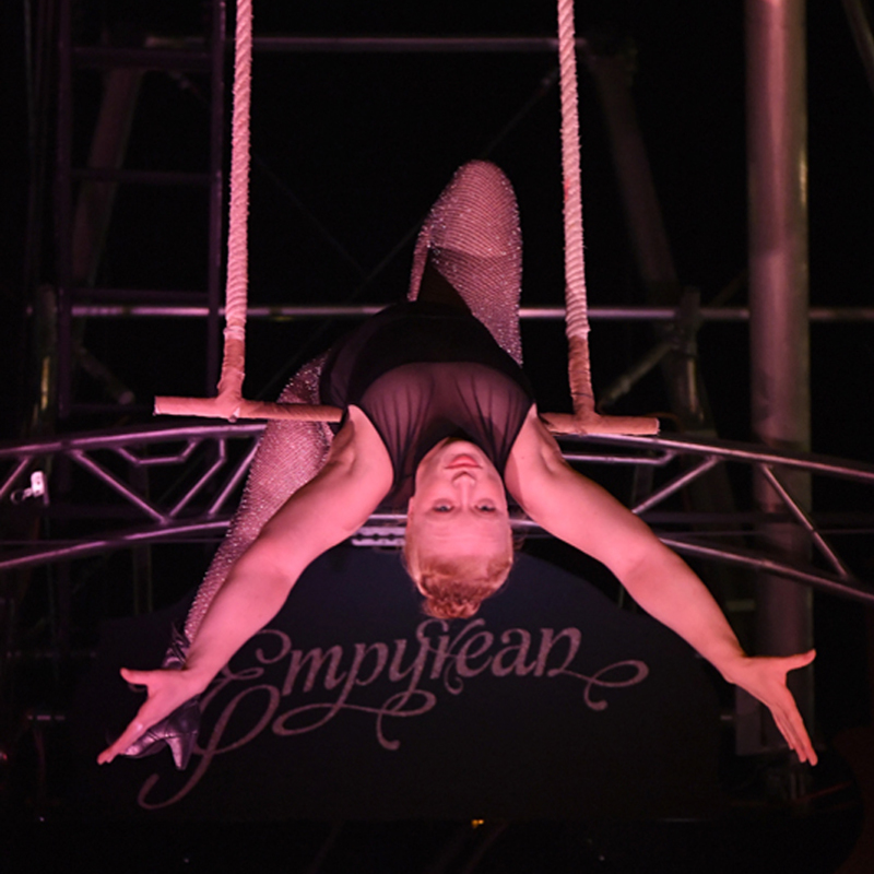 Scaled trapeze
